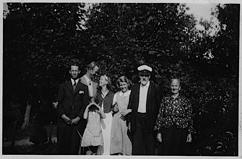 Anders and Ulla Svensson and other family members in the latter 1930's